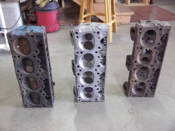 Photo Pontiac cylinder heads V8 traditional iron - $200 (Edmond, OK)