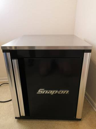 Photo Snap-on mini-fridge - $150 (Yukon)