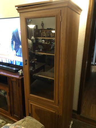 Photo Tall Bookcase  Curio Cabinets 72quot Tall Glass Front - $20 (Midwest City)