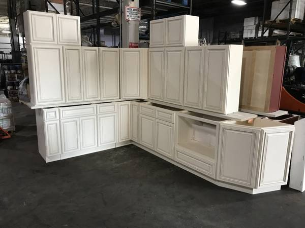 Photo Traditional Beautiful Wood Kitchen Cabinets in Antique White - $1 (Oklahoma City)