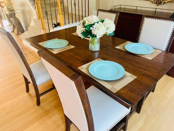 Photo World Market Dining Set - Table and Chairs free (Oklahoma city)