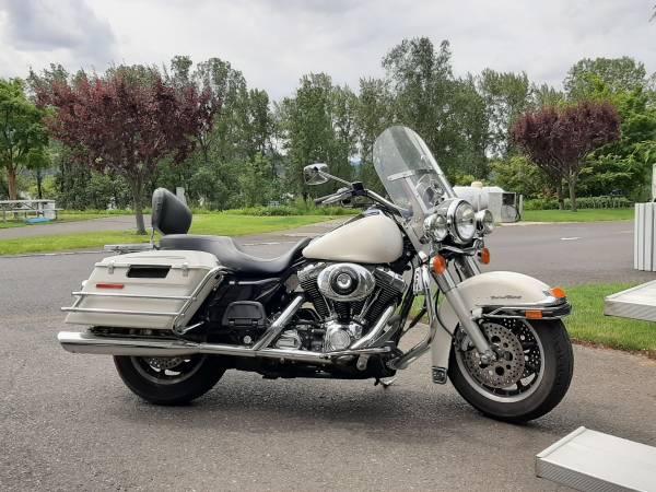 Photo 2005 Harley Davidson police roadking - $8,500 (Ocean park)