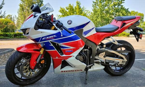 Photo 2013 Honda CBR 600RR - $7,500 (Tigard)