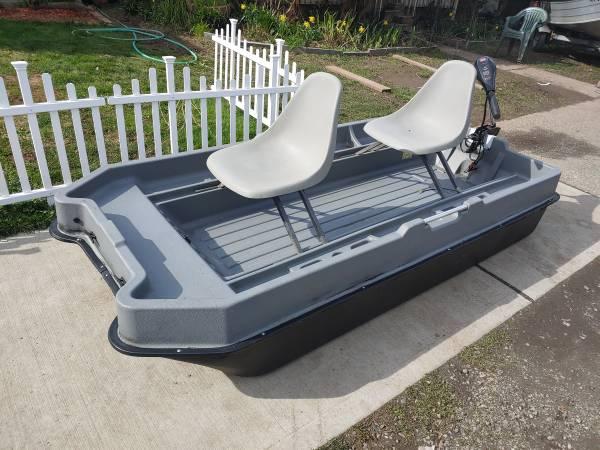 Photo 8.5 ft jon boat  motor - $625 (Kent)
