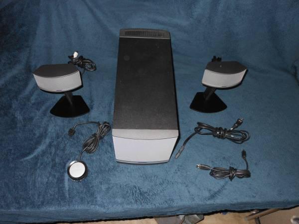 Photo Bose Companion 5 Multimedia Speaker System - $150 (chimicum)