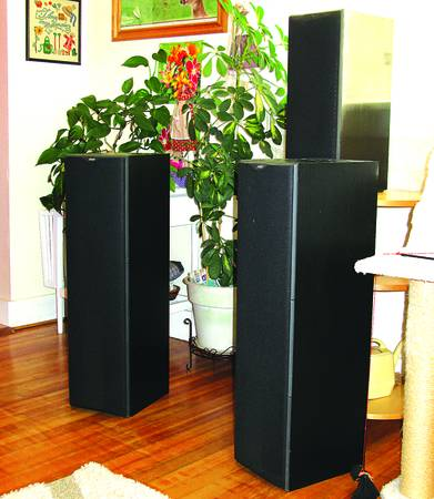 Photo Bowers  Wilkins 603 Tower Speakers - Nice - $900 (8th and c)