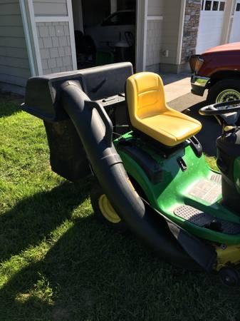 Photo John Deere Grass Bagger - $125 (Agnew)