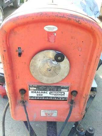 Photo Lincoln 250 IdealArc AC Welding Machine - $150 (Sequim)
