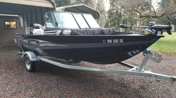 Photo Lowe Fishing Machine 165 Pro Series with a low hour 90 hp Mercury - $15,999 (Forks)