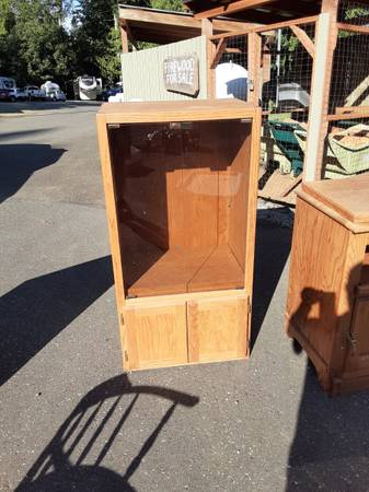 Photo Oak Stereo Cabinet with glass doors. $40.00 (Brinnon)