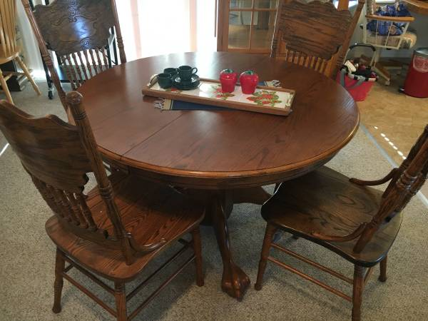 Photo Oak dining table with 4 chairs - $400 (Sequim)