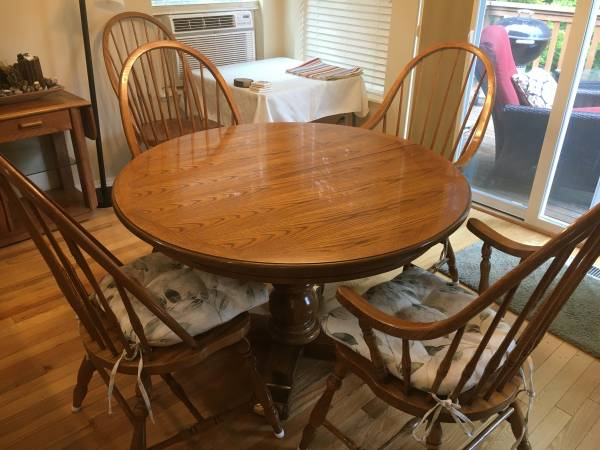 Photo Oak dining table with 6 chairs - $400 (Port Ludlow)