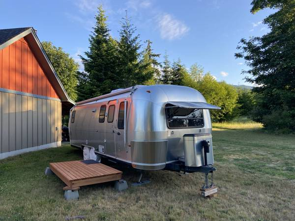 Photo Offer Pending 2004 Airstream Safari 28 Slide Out - $49,900 (Port Angeles)