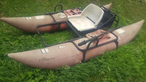 Photo Pontoon boat (used) - $100 (Amanda Park)