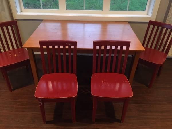 Photo Pottery Barn Carolina Table  Chairs - $150 (Grayland)
