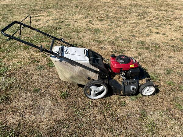 Photo Self-Propelled Craftsman Mower Lawnmower WBag - $60 (sequim)