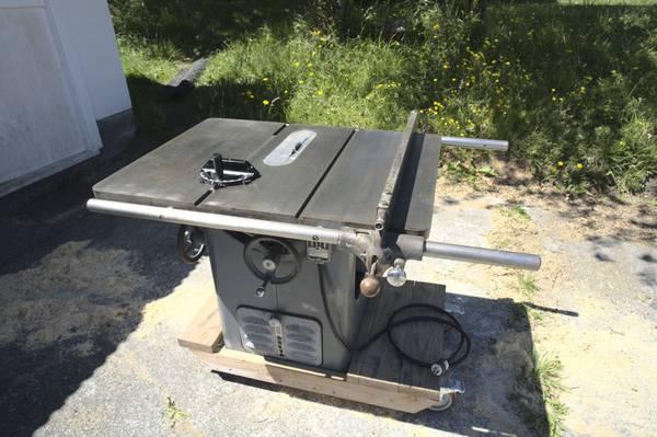 Photo Vintage Delta Unisaw, excellent condition - $1,200 (Port Townsend)
