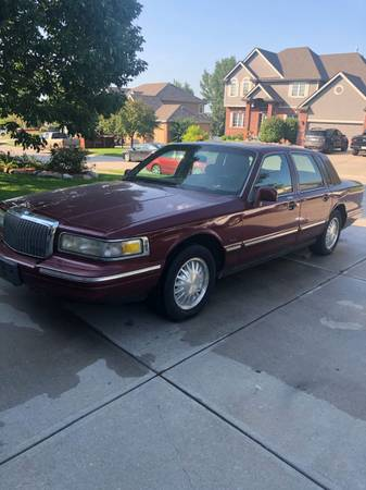 Photo 1996 Lincoln Town Car - Cartier, Red, Loaded - $2,300 (West Omaha (Millard))