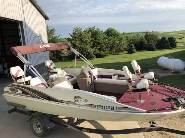 Photo 2000 Lowe Suncruiser Deck Boat - $15500 (Omaha)