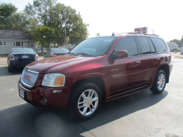 Photo 2007 GMC Envoy Denali 4x4- 5.3L EASY BUY HERE PAY HERE FINANCING (400 N 16th St)