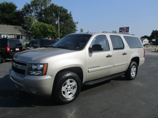 Photo 2008 Chevy Suburban LS 4x4- DvD EASY BUY HERE PAY HERE FINANCING (400 N 16th St)