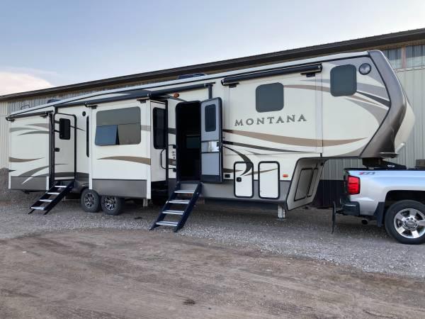 Photo 2017 Montana 5th wheel  2016 Duramax Silverado LTZ pickup - $140,000 (York county)