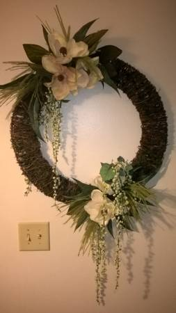 Photo 24quot grapevine moss wreath w silk magnolia fern berry ivy foliage - $40 (108th and Maple)
