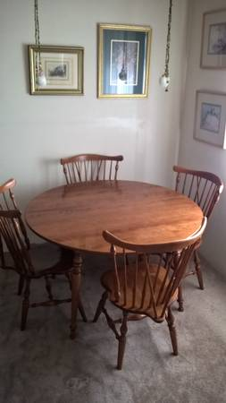 Photo 48quot Ethan Allen dining table 4 chairs American Traditional Collection - $1,400 (I-680 and Maple)