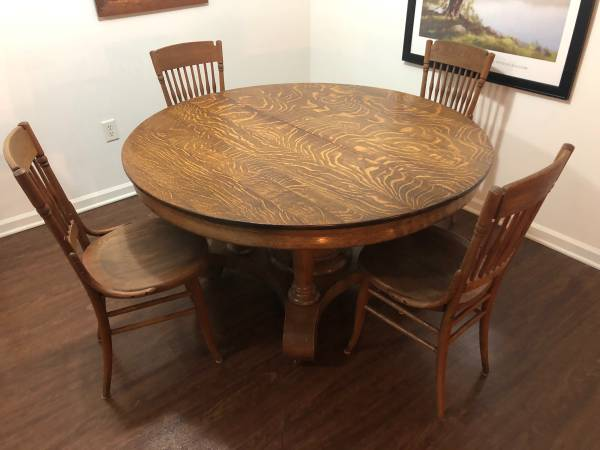 Photo 54 Solid Oak Dining Table - $350 (Council Bluffs)