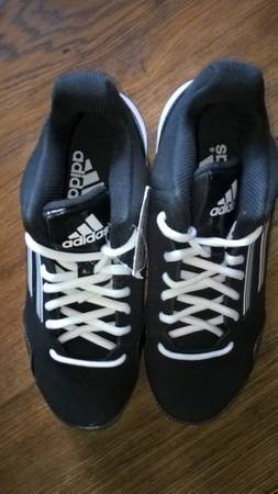Photo Adidas Performance boy39s quotWheelhouse 2 Midquot baseball cleats brand new - $10 (108th and Maple)