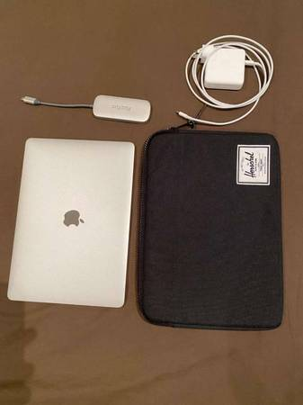Photo Apple Macbook Pro 13quot2017 like New - $500 (omaha)