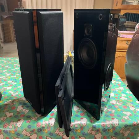 Photo Atlantic Technology 454e Surround Speakers - $225 (Council Bluffs)
