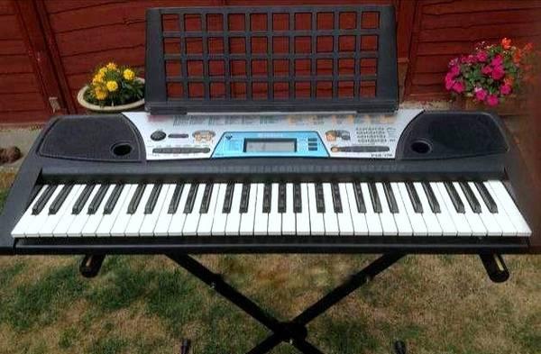 Photo Beginner Yamaha PSR-170 Keyboard w Keyboard Stand  Power Cord - $100 (Omaha)