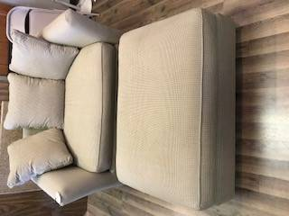 Photo Cream And Grey Small Loveseat Big Chair With Ottoman Houndstooth - $250 (Omaha)
