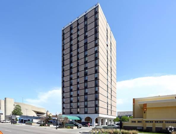 Photo Downtown Studio  one bedrooms-NO RENT 39TIL NOVEMBER (Westbrook Tower Apartments 2121 Douglas Street Omaha, NE)