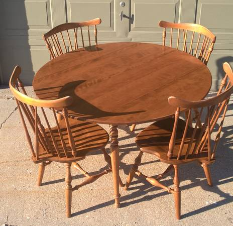 Photo Ethan Allen Early American Heirloom Collection maple table  4 chairs - $1,200 (I-680 and Maple)