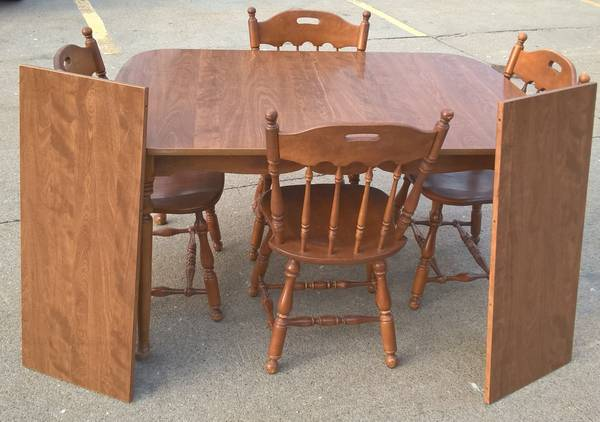 Photo Ethan Allen solid maple 54-84quot dining table, two 15quot leaves  4 chairs - $600 (I-680 and Maple)