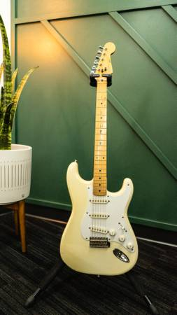 Photo Fender Squier 1987 White - $600 (Omaha)