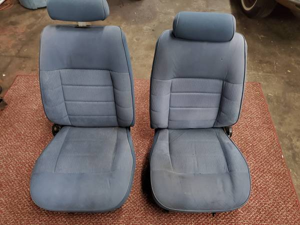 Photo Fox Body Blue Cloth LX Front Bucket Seats 5.0 GT Mustang Ford - $50 (Fremont)