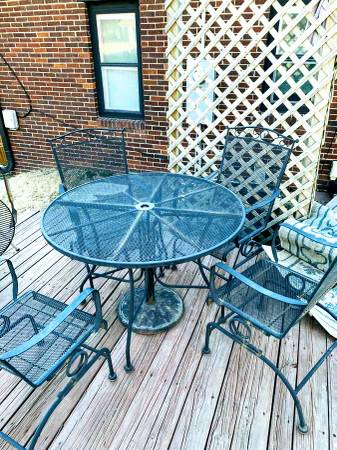 Photo Garden Patio Table with Rocking Chairs Cushions Umbrella  Base.......