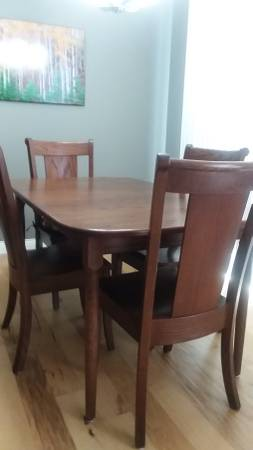 Photo Gorgeous Oak Dining Table  6 chairs - $1450