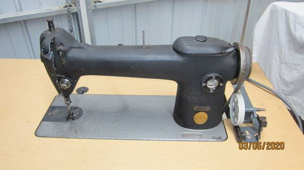 Photo Industrial Sewing Machine, Commercial Sewing Machine, Sewing Machine - $275 (Blair)