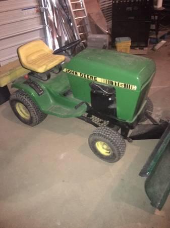 Photo John Deere 116 Garden Tractor w Snow Plow - $300