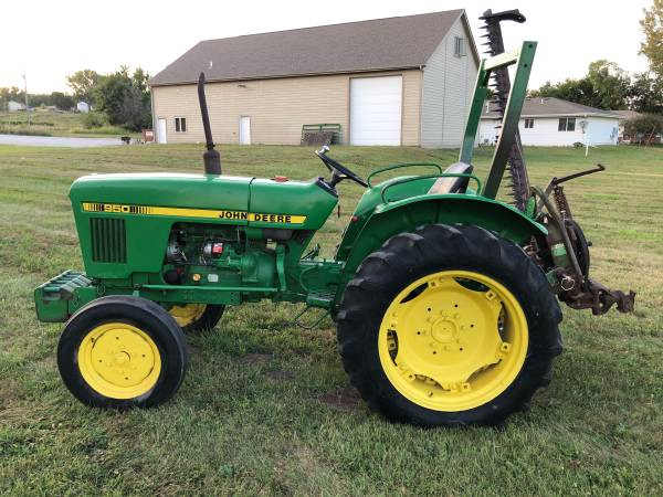Photo John Deere 950 Tractor with sickle mower - $5,900 (Pacific Junction)