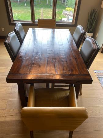 Photo LOWER PRICE Pottery Barn table 74-104 - $900 (West Omaha)