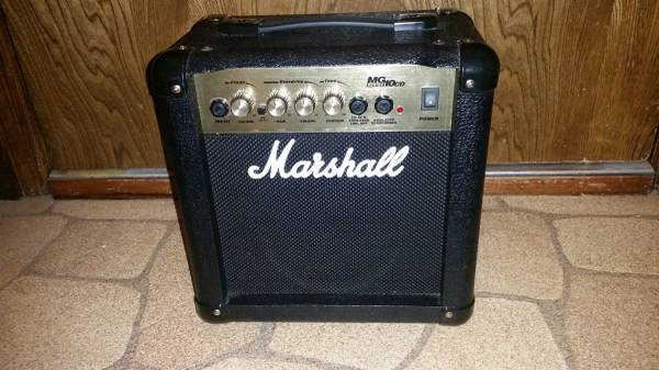Photo MARSHALL MG 10 CD Guitar Amplifier - $50 (Millard)