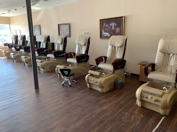 Photo Massage chairFoot jet Nail Salon Chairs - $5,000 (Glenwood)