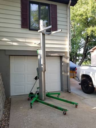 Photo Material Lift 24 ft.- Genie SLC-24 - $1,600 (La Vista)