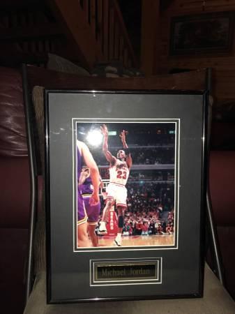 Photo Michael Jordan professionally framed pictures - $30 (Glenwood Ia)