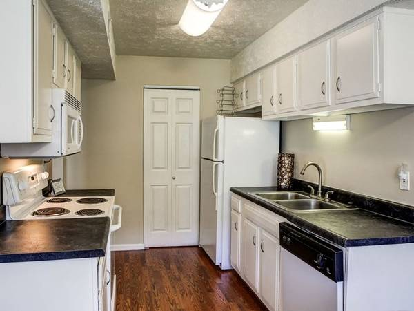 Photo On-Site Maintenance, Air Conditioning, Dog Park for your furry friends
